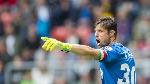 Comme tous ses camarades de Super League, Laurent Walthert s'entretient individuellement. [Jean-Christophe Bott - Keystone]