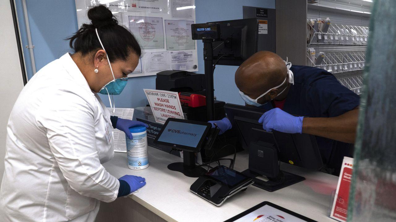Selon une étude, le coronavirus est détectable jusqu'à deux à trois jours sur des surfaces en plastique ou en acier inoxydable, et jusqu'à 24 heures sur du carton. [Carolyn Kaster - Keystone/ap photo]