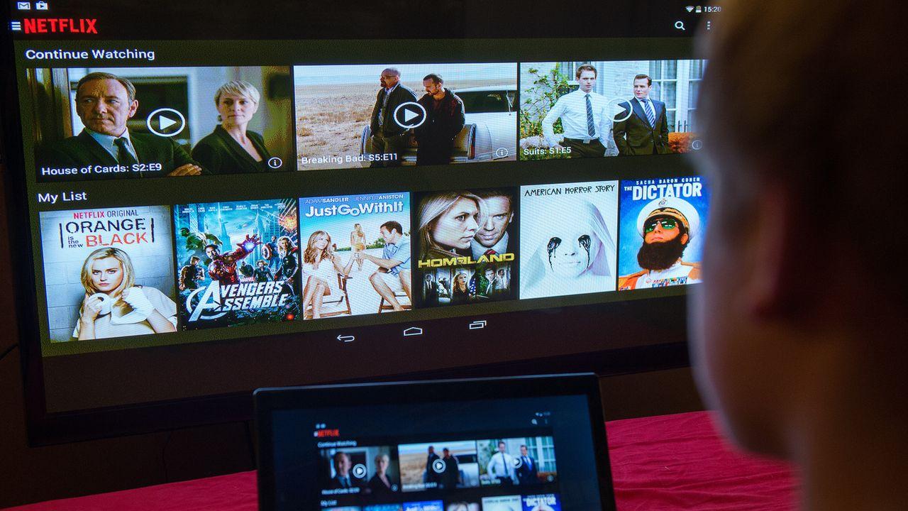 Netflix a décidé de réduire les débits sur tous ses flux en Europe pendant 30 jours. [Bernd von Jutrczenka - Keystone/DPA]