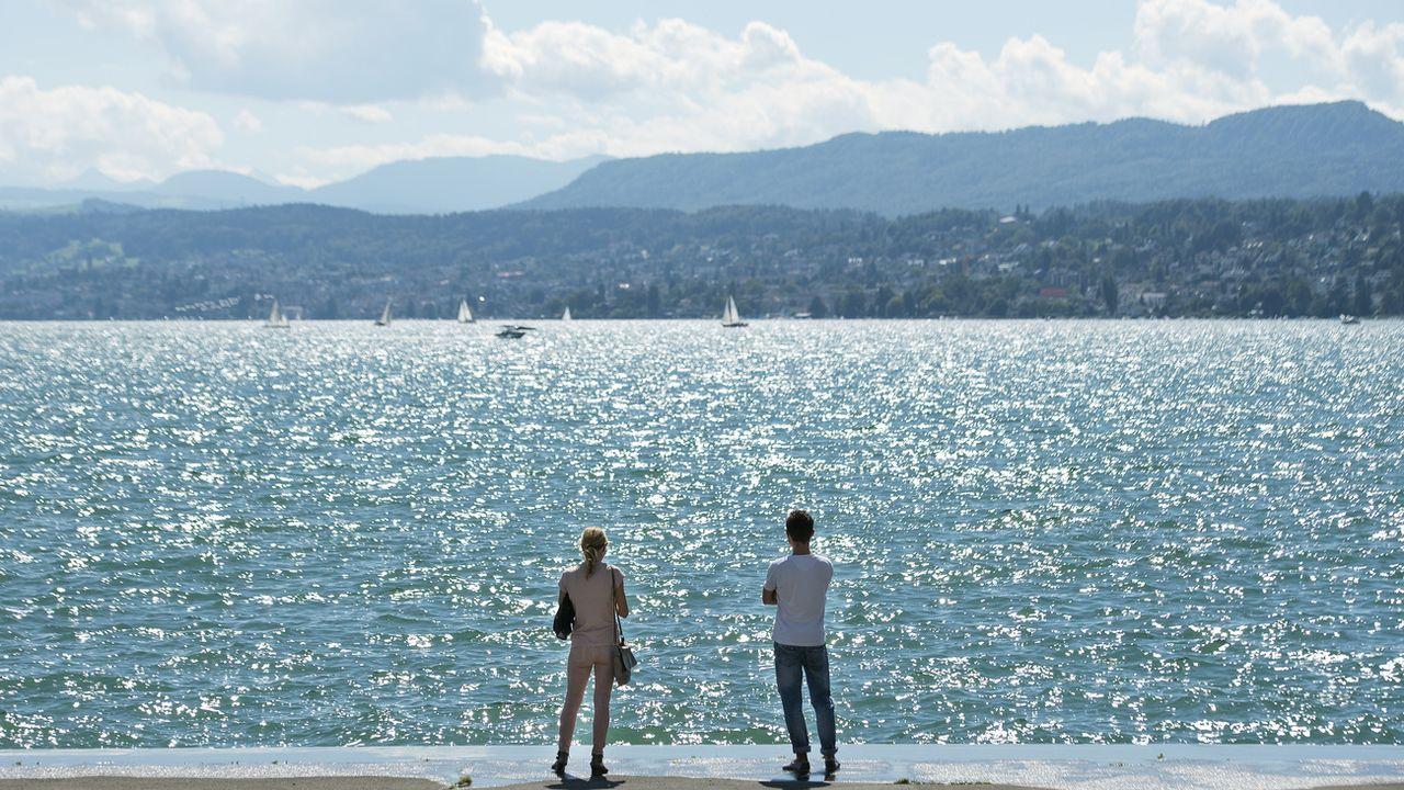 """La Suisse est troisième du classement 2020 du """"World Happiness Report"""". [Walter Bieri - Keystone]"""