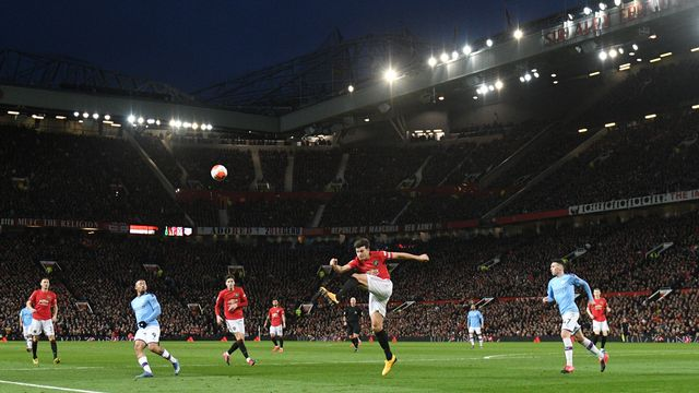 Les deux clubs de Manchester mettent leur rivalité de côté pendant cette période de crise. [Oli Scarff - AFP]