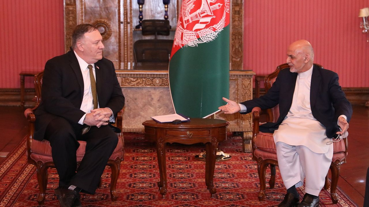 Le secrétaire d'Etat américain Mike Pompeo a notamment rencontré le président afghan Ashraf Ghani lors de sa visite surprise à Kaboul. [Presidential palace - Keystone]
