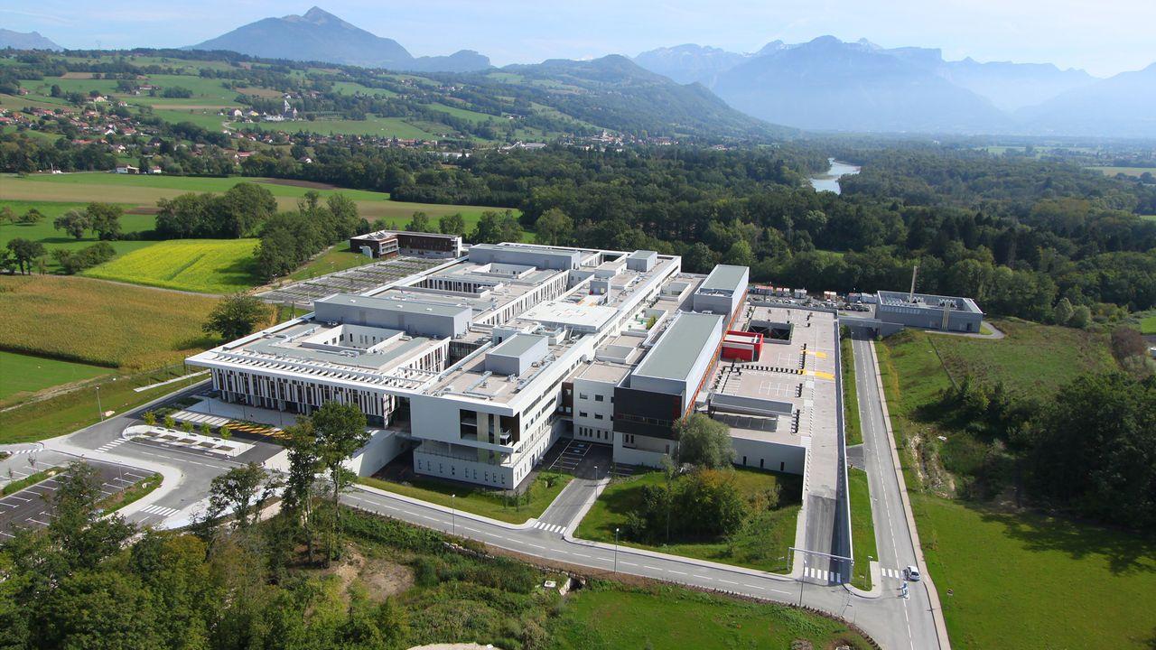 Le nouveau Centre Hospitalier Alpes-Léman (entre Annemasse et Bonneville) qui compte 700 lits. [ch-alpes-leman.fr]