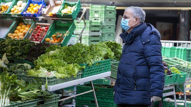 Comment faire ses achats en toute sécurité durant la pandémie de Covid-19? [Salvatore Di Nolfi - Keystone]
