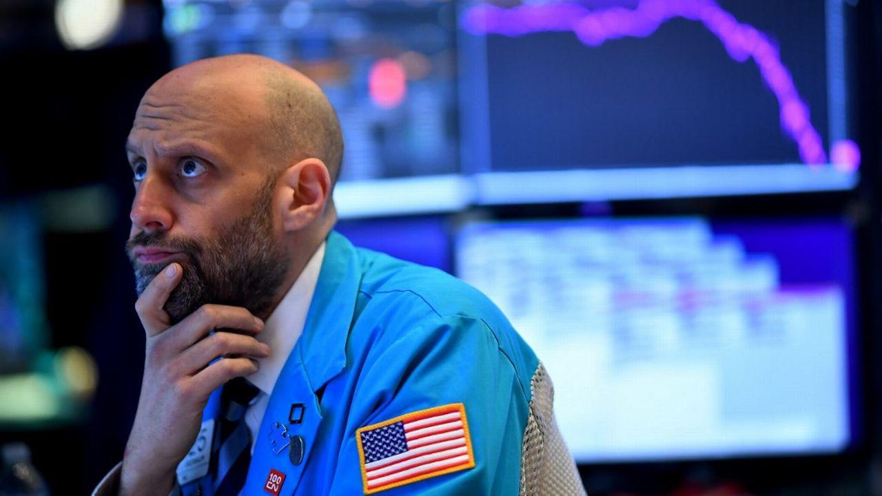"""Un trader attend les réactions des marchés après l'annonce du G7 de faire """"tout ce qui est nécessaire"""" pour rétablir la croissance. [Johannes Eisele - AFP]"""