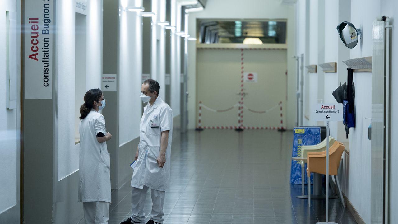 Le personnel hospitalier craint l'épuisement. [Laurent Gillieron - Keystone]