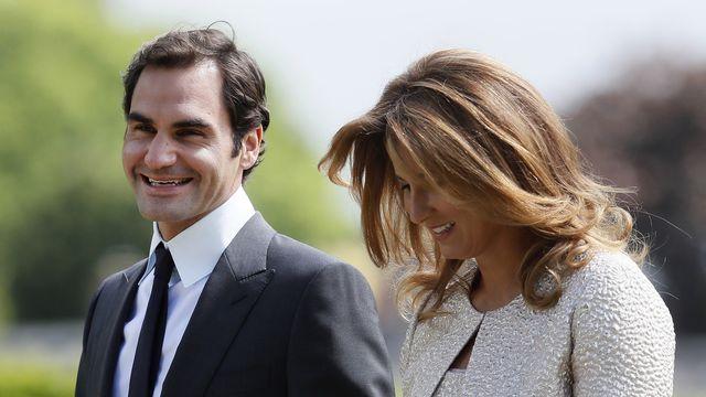 Joli geste de Roger et Mirka Federer. [Kirsty Wigglesworth - Keystone]