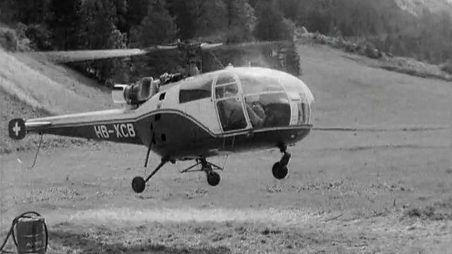 Hélicoptère d'Hermann Geiger décollant pour une mission au Mattmark [RTS]