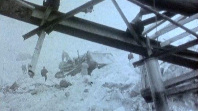 Ruines des baraquements du chantier de Mattmark, 1965 [RTS]