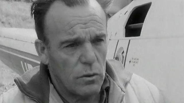 Hermann Geiger lors de sa mission sur le site de la catastrophe de Mattmark, 1965 [RTS]