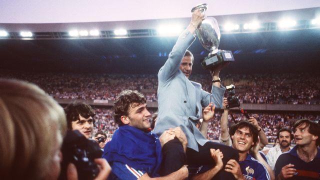 Michel Hidalgo remporte le championnat d'Europe 1984 avec la France au Parc des Princes. [AFP - AFP]