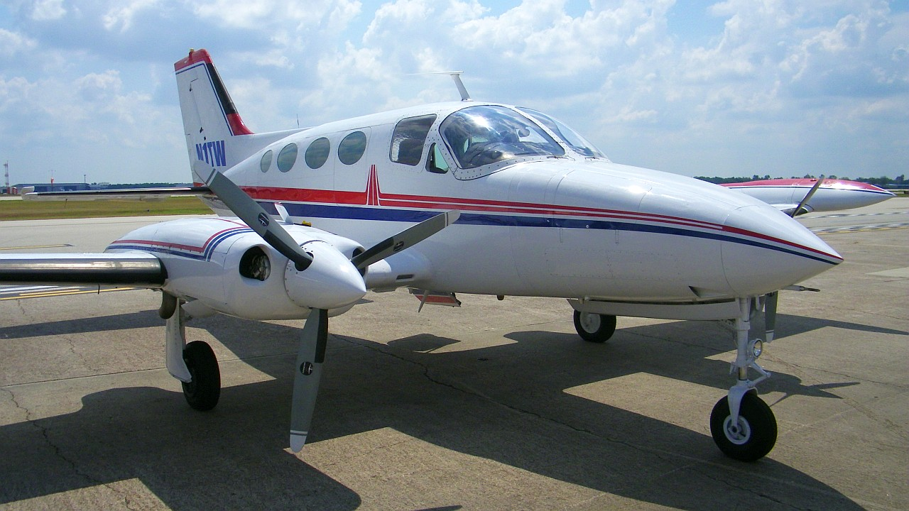 """C'est un Cessna 414 comme celui-ci qui est utilisé par """"Home Force One"""". [Michael Bludworth - CC-BY-SA]"""
