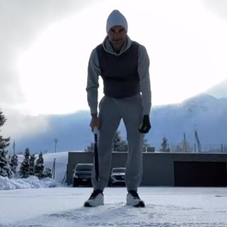 Tennis: Federer se maintient en forme dans la neige grisonne
