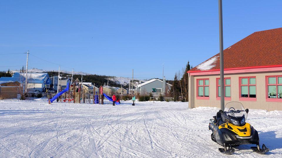 Ecole de Pakuashipi, communauté Innue au Québec, Canada. [Clément Baudet - RTS]