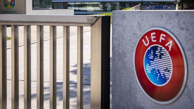 L'UEFA, qui entend sortir la tête haute de la pandémie, a un plan. [Jean-Christophe Bott - Keystone]