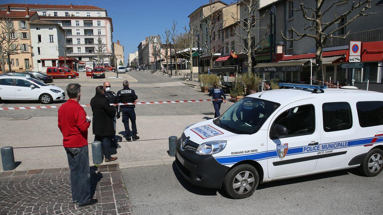 Des policiers déployés à Romans-sur-Isère. [Nicolas Guyonnet / Hans Lucas  - AFP]