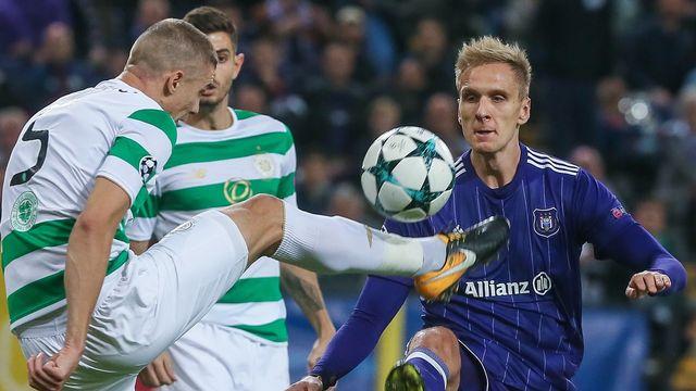 Jozo Simunovic du Celtic et Lukasz Teodorczyk d'Anderlecht combattaient en 2017. Les clubs écossais et belges sont aujourd'hui sous pression. [Stéphanie Lecocq - AFP]