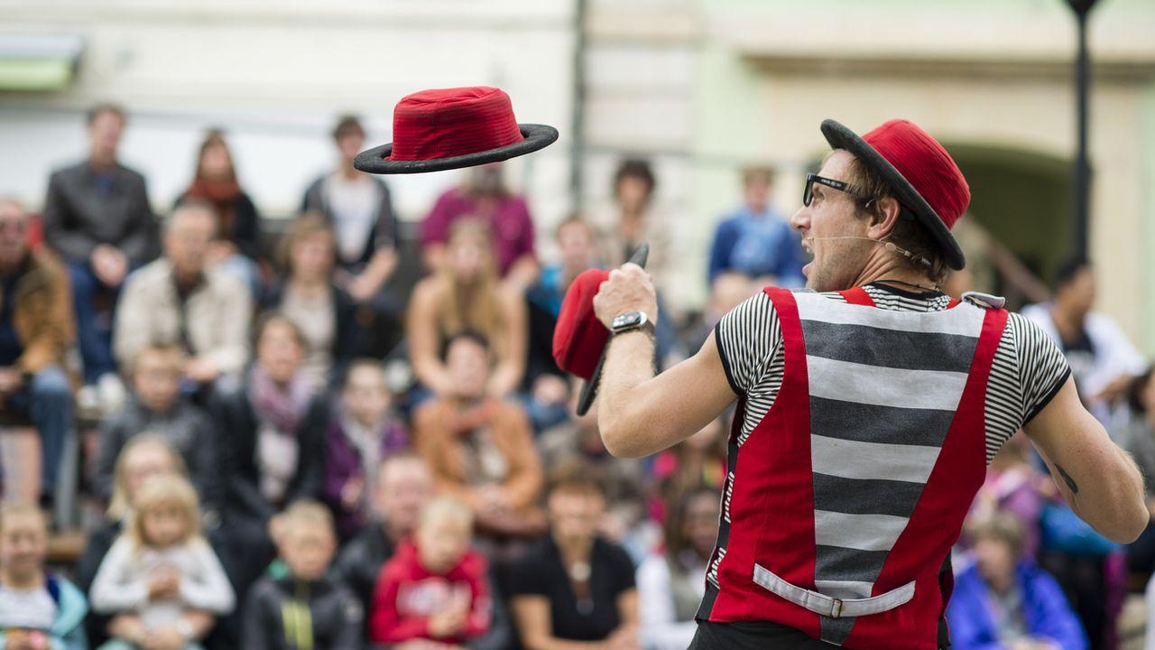 Un artiste durant le 15e festival international d'artistes de rue à Delémont en 2014. [Stefan Meyer - Keystone]