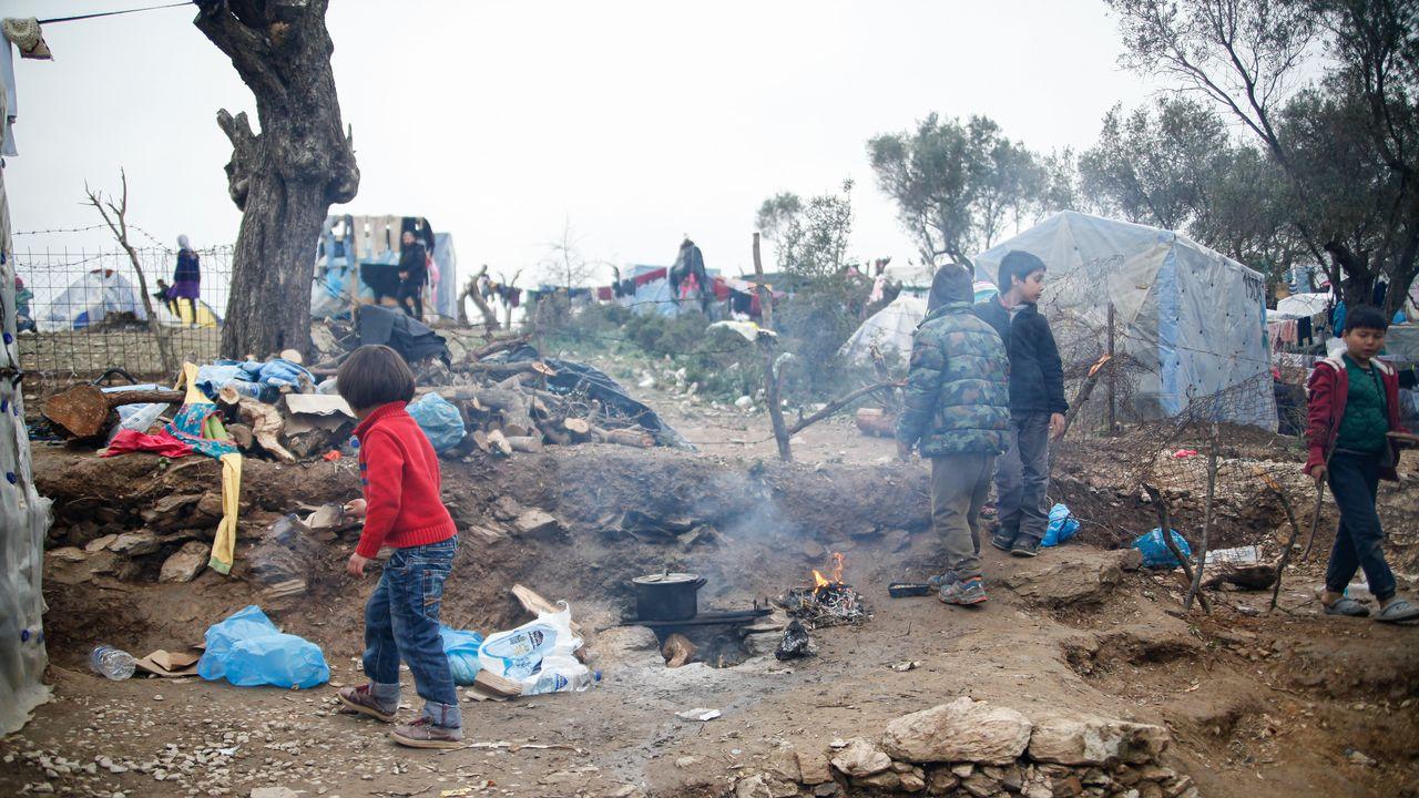 Une vue générale de la vie dans le camp sauvage de Moria, sur l'île de Lesbos. Grèce, le 19 février 2020. [Nicolas Economou - NurPhoto via AFP]
