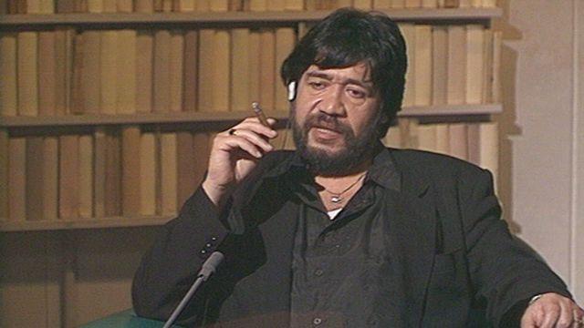 L'écrivain chilien Luis Sepulveda sur le plateau de la TSR en 1992. [RTS]