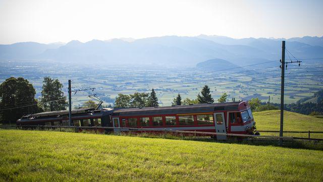Un train à crémaillère en Appenzelle Rhodes extérieures. [Gian Ehrenzeller - Keystone]