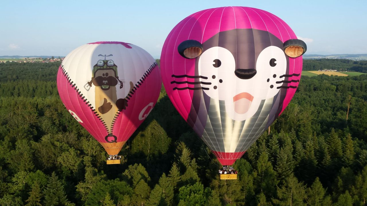 QoQa: un vol privatisé en montgolfière QoQa avec fondue à bord. [RTS]