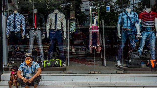 Économie : Public Eye s'inquiète du comportement des grandes marques de vêtements •