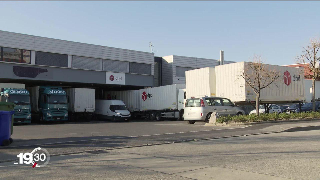 Les entreprises de logistique tournent à plein régime, mais la question de la sécurité des employés se pose. [RTS]