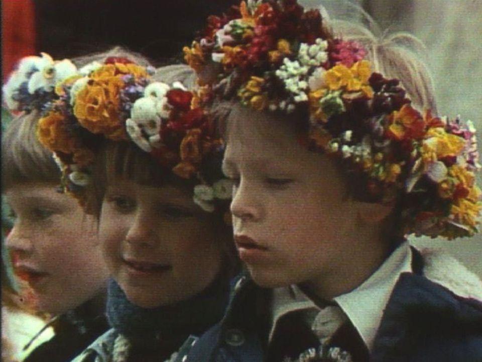 Les enfants de Cartigny fêtent le Feullu, 1978. [RTS 1978]