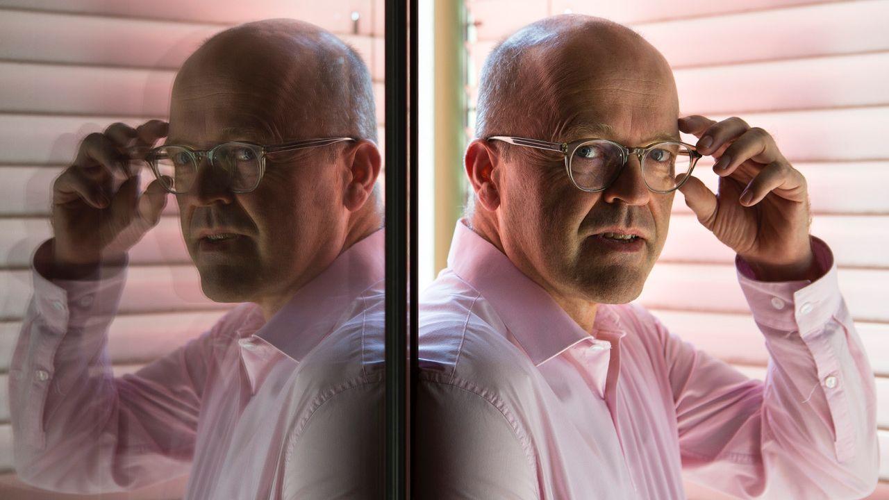 Christian Lüscher, professeur au Département des neurosciences fondamentales de la Faculté de médecine et chercheur au Département des neurosciences cliniques des Hôpitaux universitaire de Genève (HUG). Image datant de décembre 2018. [Carla Da Silva - UniGe]