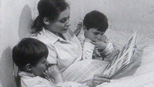 Ode à maman en 1964. [RTS]