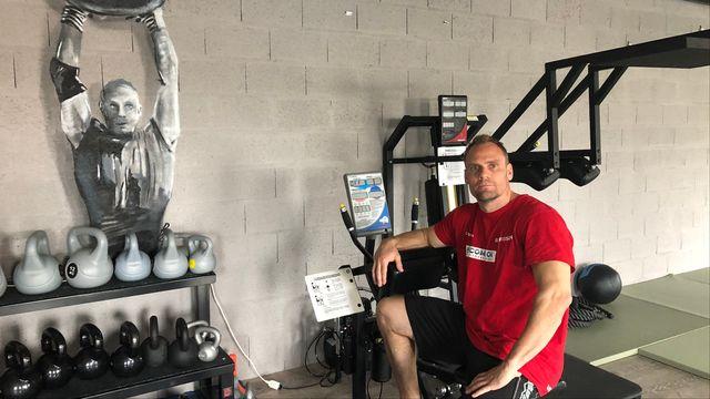 Yvan Chapuis souhaite battre ses records personnels avec sa nouvelle technique de préparation. [Sébastien Schorderet - RTS]