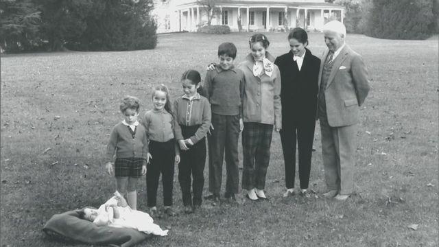 Luc Debraine nous montre le travail de son père, photographe officiel de la famille Chaplin (dès 10 ans) [RTS]