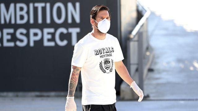 Lionel Messi prend ses précautions et n'hésite pas à porter un masque. [Miguel Ruiz  - Keystone]