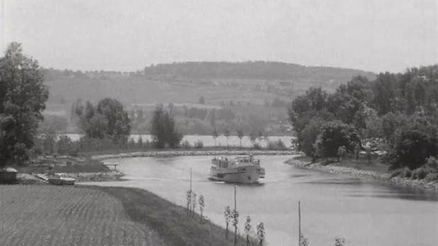 Le canal de la Broye en 1968. [TSR 1968]