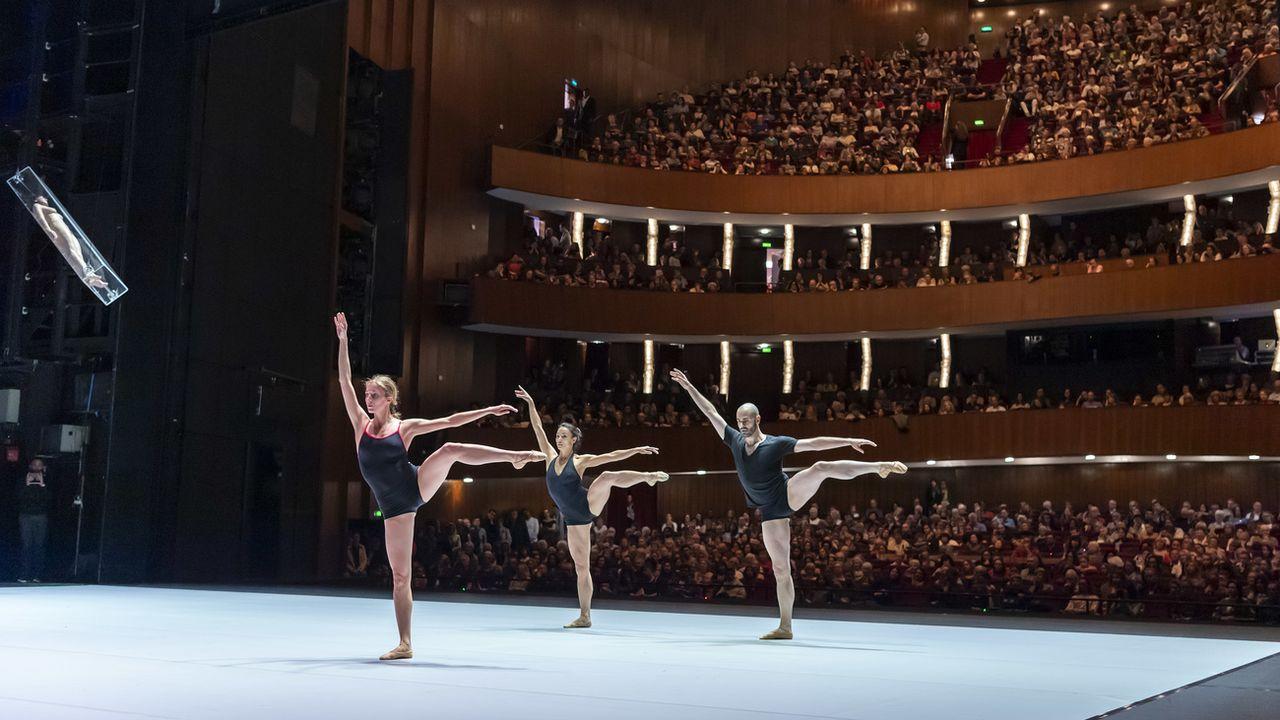 Des danseurs lors d'une répétition publique du Ballet du Grand Théâtre le 23 mars 2019 à Genève.  [Martial Trezzini - Keystone]