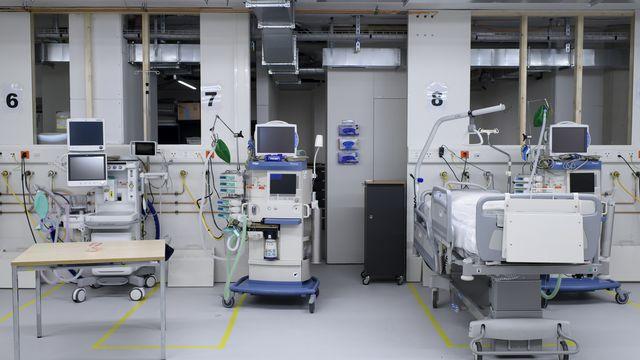 Près de trois milliards de pertes pour les hôpitaux et les cliniques suisses. [Anthony Anex - Keystone]