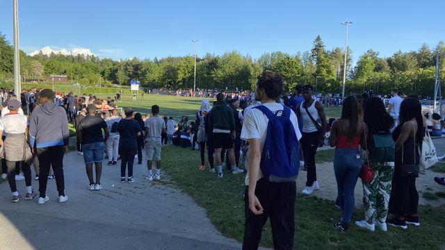 Près de 1000 jeunes ont assisté à un match de foot à Lausanne. [Virginie Gerhard - RTS]