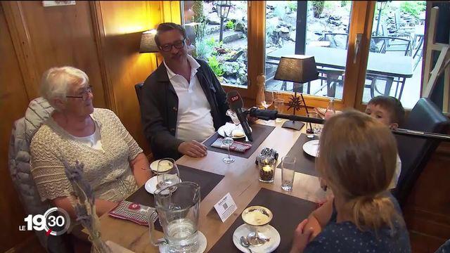 Les restaurants estiment qu'il est déjà temps d'assouplir les mesures sanitaires, notamment l'espace entre les tables. [RTS]
