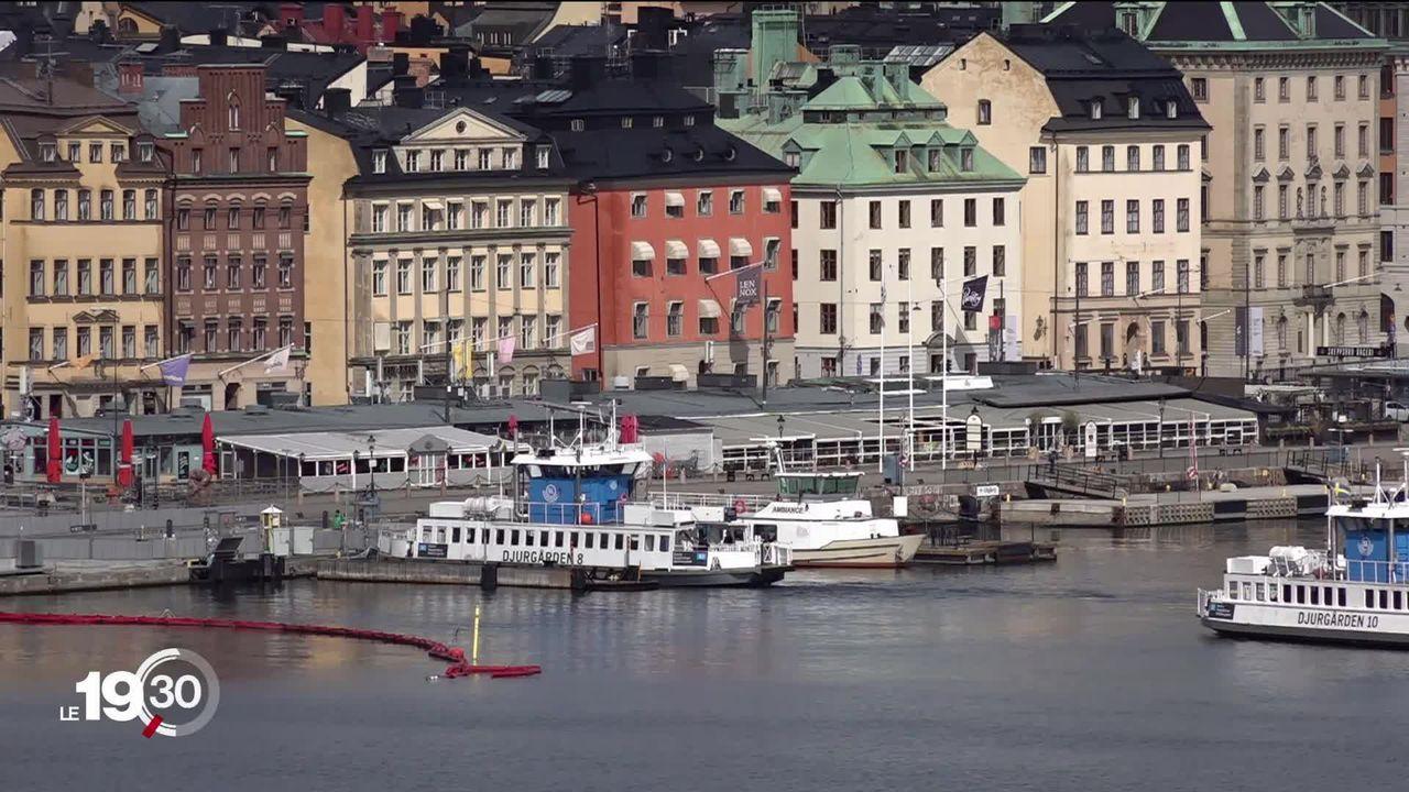 La Suède, qui ne s'est pas confinée, enregistre un taux de mortalité record. Le gouvernement fait face aux critiques. [RTS]