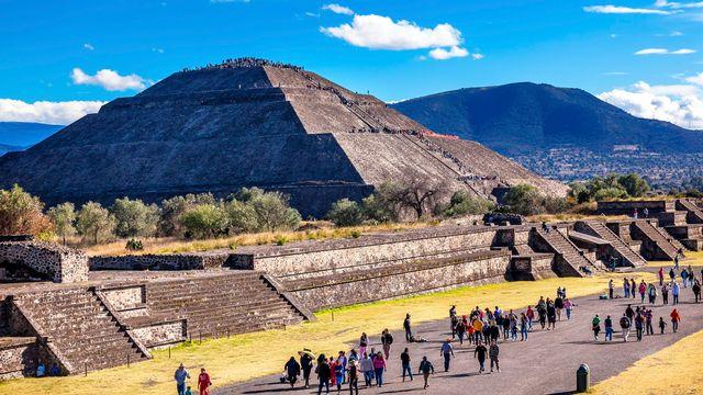 Le site de Teotihuacán et ses pyramides. [billperry - Depositphotos]