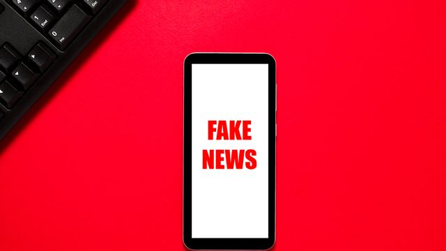 La pandémie de coronavirus fait enfler complots et fake news. [kramynina - Depositphotos]