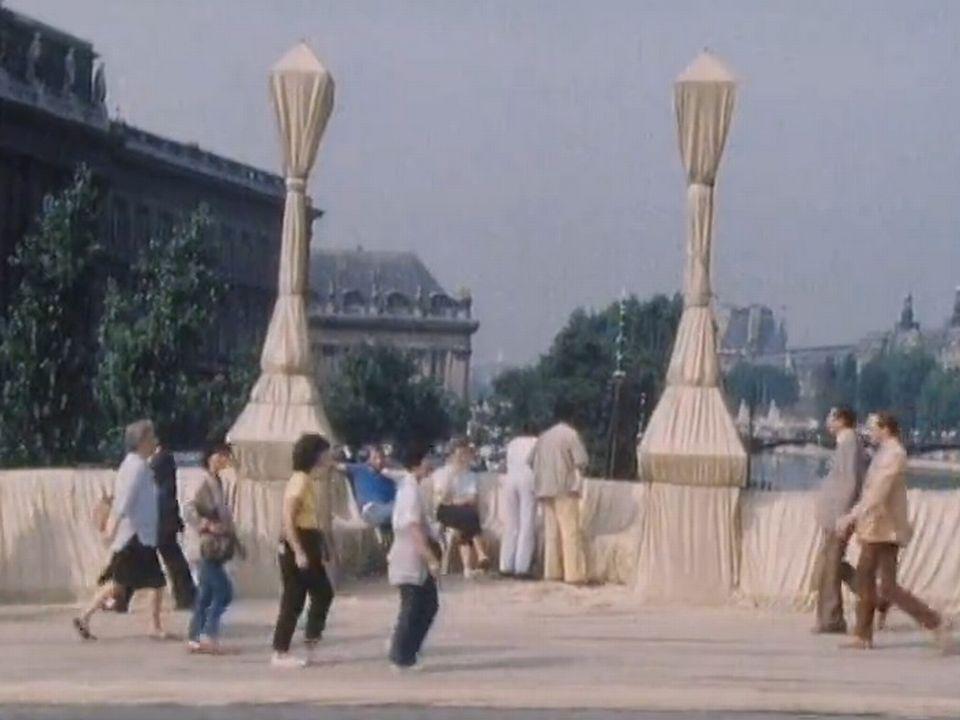 Le Pont Neuf à Paris emballé par Christo en 1985. [RTS]