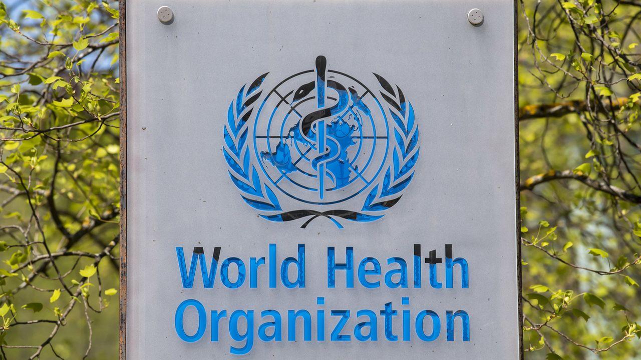 Le logo de l'Organisation mondiale de la santé devant son siège à Genève. [Martial Trezzini - Keystone]