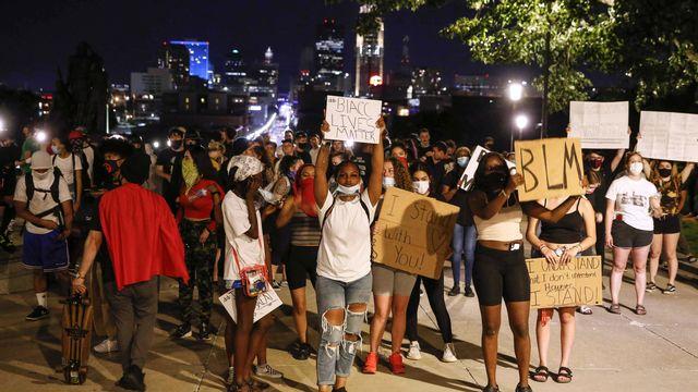 Une manifestation pacifique dans les rues de Des Moines aux Etats-Unis. [Bryon Houlgrave - Keystone/The Des Moines Register via AP]