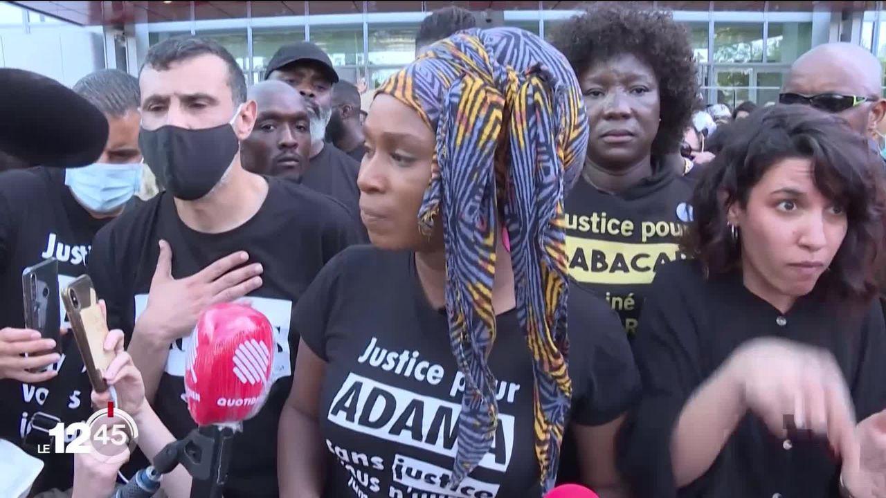 Violences policières: 20'000 personnes manifestent à Paris [RTS]