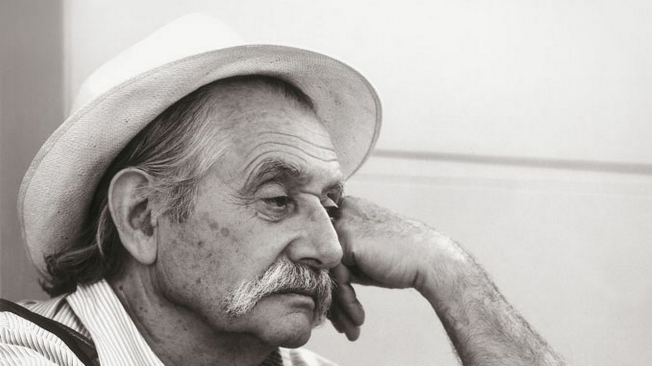 Le designer italien Ettore Sottsass. [Santi Caleca - éditions Herodios]