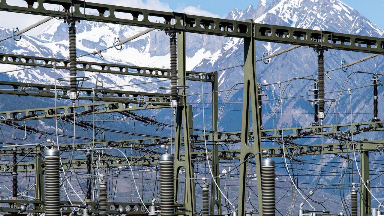 Selon la Commission fédérale de l'électricité, la Suisse doit augmenter sa production en hiver. [Olivier Maire - KEYSTONE]