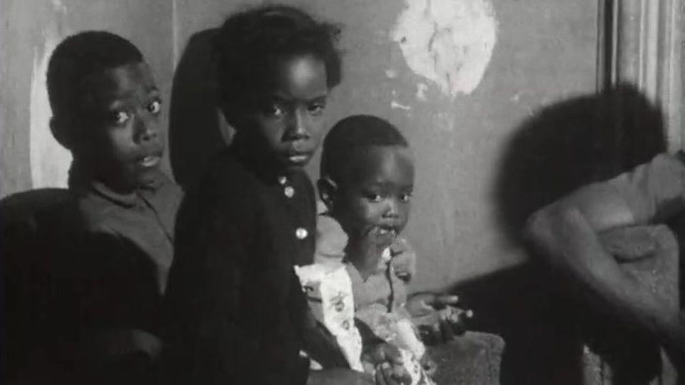 Reportage sur les conditions de vie des Noirs aux Etats-Unis. [RTS]