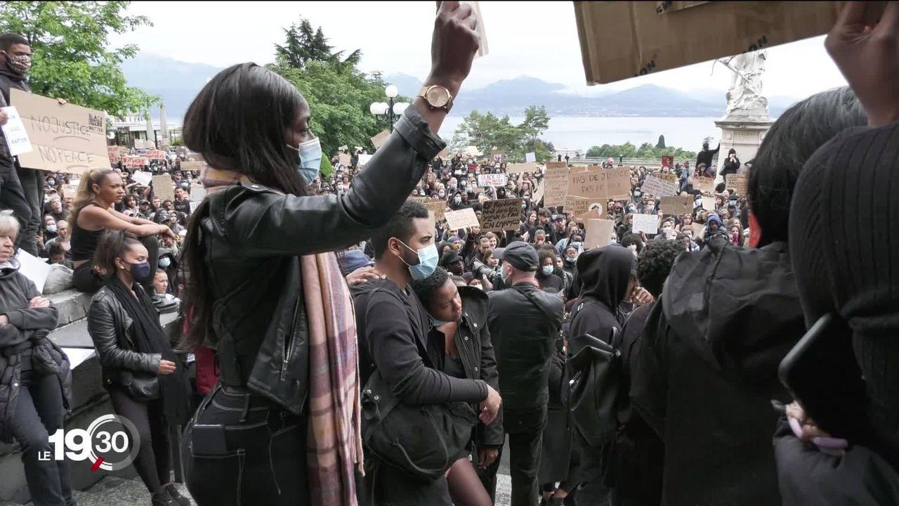 Des milliers de personnes sont descendues dans les rues de Suisse romande ce week-end pour manifester contre le racisme. [RTS]